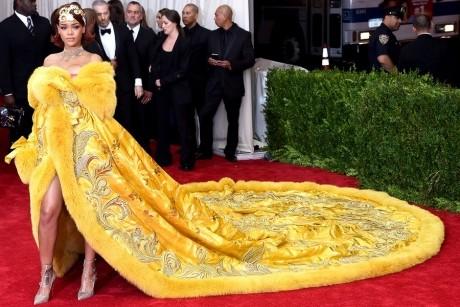 Gala Met: Cele mai inedite rochii de pe covorul roşu