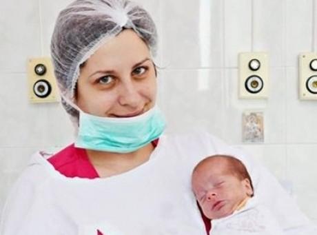 Ţara care oferă cele mai BUNE condiţii mamelor este...