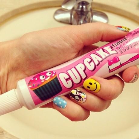 Cum să foloseşti pasta de dinţi pentru o manichiură impecabilă