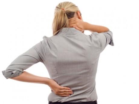 Metoda RUSEASCĂ: Scapă de durerile de spate cu folie de aluminiu