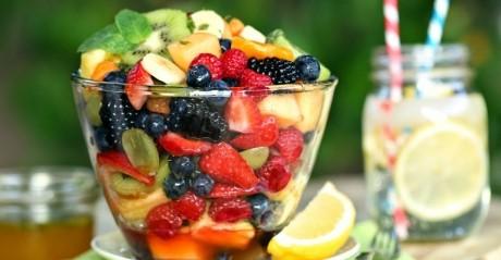 Salată de fructe curcubeu