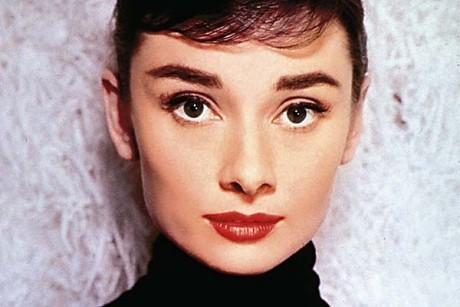 Secretul lui Audrey Hepburn pentru gene lungi şi dese