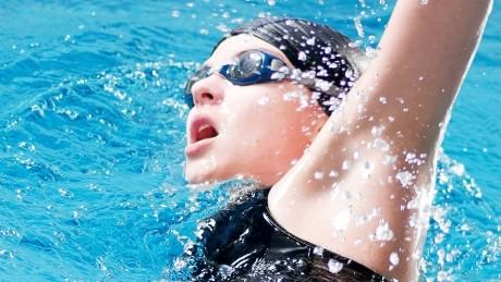 TRUC: Cum scapi rapid de apa din urechi