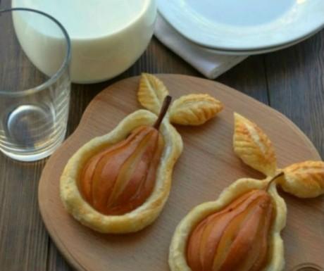 Pere în foaie de plăcintă cu scorţişoară
