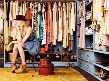 6 moduri practice în care să îţi organizezi dulapul