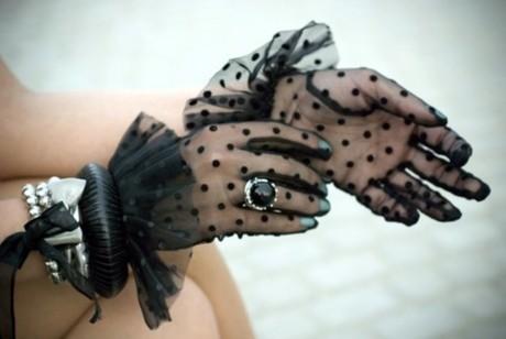 10 perechi de mănuşi care îţi protejează mâinile cu stil