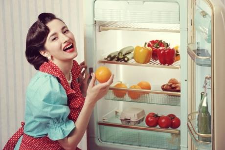 PERICOLUL din frigider: Aceste alimente se STRICĂ imediat dacă nu le depozitezi SEPARAT