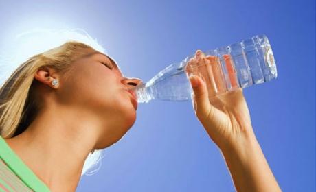 De ce să NU bei apă RECE vara