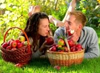 SUPERSTIŢII de Sfinții Apostoli Petru și Pavel: De ce NU trebuie să mănânci MERE astăzi