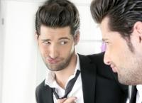 Secretele NARCISIŞTILOR: Cum te PĂCĂLESC şi de ce NU le poţi rezista