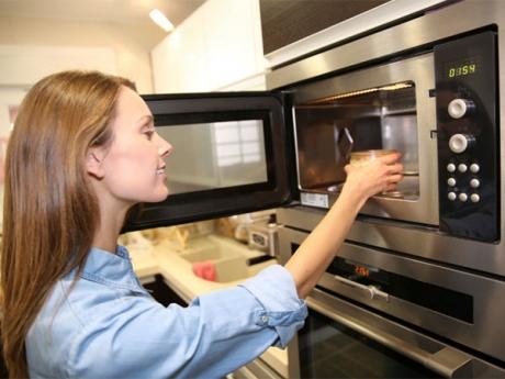 Ce se întâmplă în organism atunci când foloseşti cuptorul cu MICROUNDE