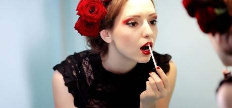 Orice femeie trebuie să ştie! Ce se întâmplă dacă îţi masezi buzele cu sfeclă roşie