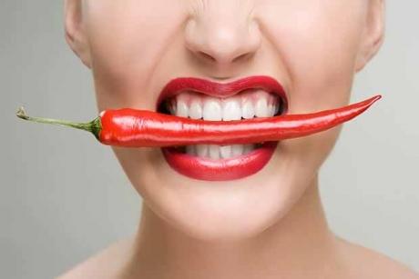 Ardeiul iute combate CANCERUL, însă nu dacă îl mănânci