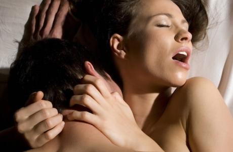 Bărbaţii care fac asta DUPĂ sex sunt nesiguri în dormitor