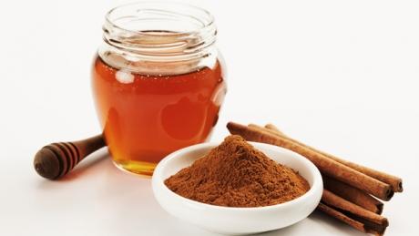 18 remedii homeopate din miere şi scorţişoară