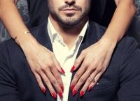 CAPCANA lui Darwin: Bărbaţii par mai atrăgători dacă femeile fac asta ÎNAINTE de întâlnire