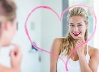 În DORMITOR, femeile şi bărbaţii care au ACEST tip de formă a feţei sunt mai...