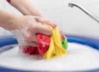 7 modalități inedite de a înlătura petele de antiperspirant