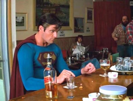 """""""Superman intră într-un bar..."""" - La Gluma ASTA râd doar cei INTELIGENŢI"""
