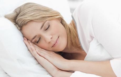 12 moduri neobișnuite de a dormi mai bine