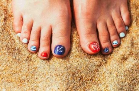 25 de idei pentru pedichiura de vacanță, care te vor transforma în Regina Plajei
