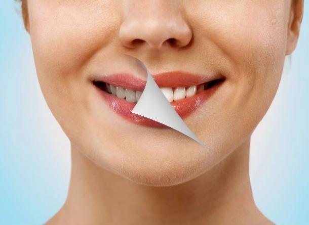 Albirea dintilor cu bicarbonat si folie de aluminiu