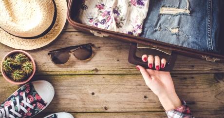 8 lucruri pe care să le iei NEAPĂRAT cu tine de fiecare dată când călătorești