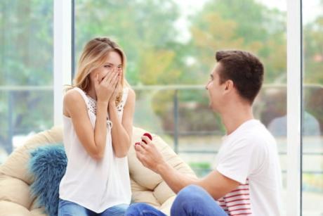 6 trucuri psihologice prin care-l faci să te ceară