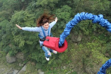 Beneficii NEBĂNUITE - Ce CÂŞTIGI dacă sari cu coarda elastică