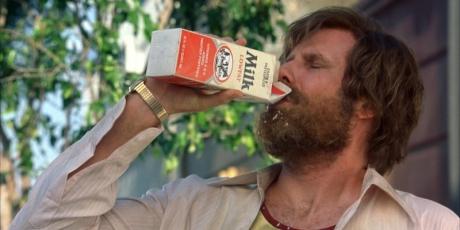 Descoperă și tu ce înseamnă când cineva bea lapte într-un film