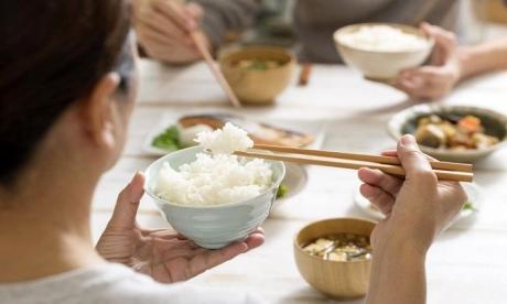 Vei fi surprins să afli cât de sănătos este, de fapt, orezul brun