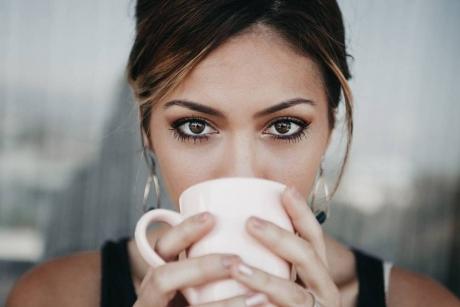 Ce păţesc femeile care beau mai mult de o ceaşcă de cafea pe zi